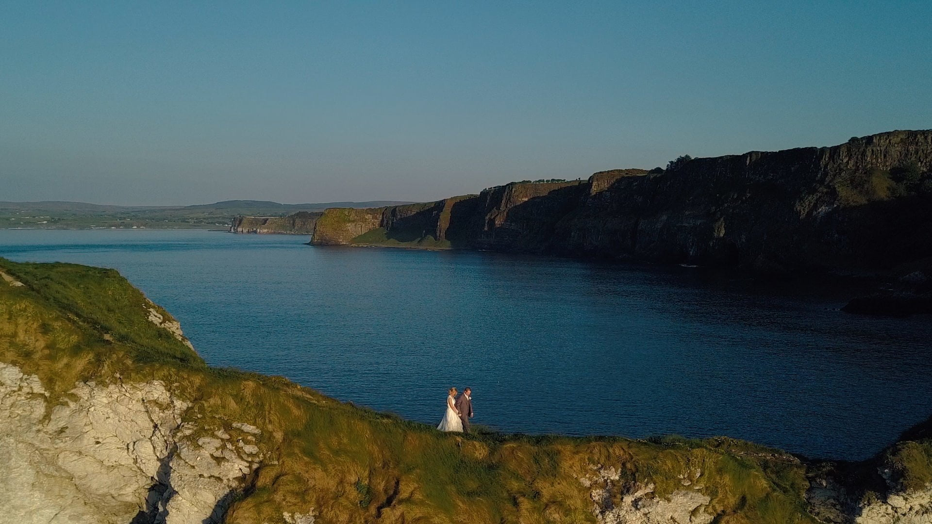 amare-stories-couple-on-a-cliff
